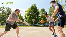 名家專用/NOW健康/熱愛打籃球的男大生,罹患了俗稱「白癜風」的白斑症,是1種常見的色素退化疾病,容易造成患者內心自卑。(勿用)
