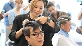 陳其邁剪頭髮,趙天麟剪頭髮(翻攝趙天麟臉書)