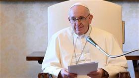 教宗方濟各5日原定在公開談話關懷香港,卻在致詞前一刻緊急向媒體抽稿,讓義媒質疑「中國連教宗的喉嚨都掐住了」。(圖/翻攝自教宗方濟各IG網頁instagram.com/franciscus)