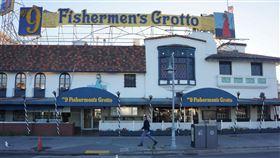 遊客不能來  舊金山漁人碼頭景氣差舊金山漁人碼頭以往觀光人潮熱絡,因為加州武漢肺炎疫情未能降溫,舊金山旅遊協會指出,2成餐廳提供外帶餐飲,但多數餐廳仍無法重新營業。圖為5月27日漁人碼頭一景。中央社記者周世惠舊金山攝 109年7月7日