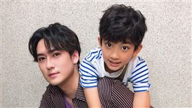 11歲童星葉小毅今(7日)宣布正式加入達騰娛樂,成為演員沈建宏的小師弟。圖/達騰娛樂提供