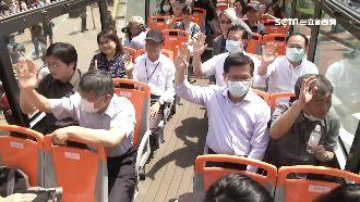 陳時中站台觀光巴士 與柯同框小尷尬