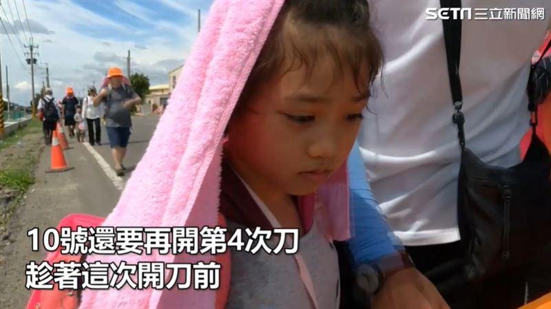 6歲女童遶境堅毅虔誠感動百年燈籠店