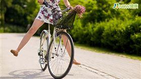 名家專用/NOW健康/喜愛運動的陽光女孩,每次在騎完單車之後,就會感覺陰部像破皮一樣的疼痛,就醫才發現原來這些都是因為她的小陰唇過長所帶來的困擾。(勿用)