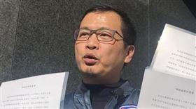 羅智強前往三立遞交辯論同意書