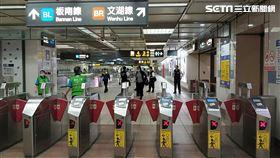 台北捷運,北捷,進站,閘門。(圖/記者邱榮吉攝)