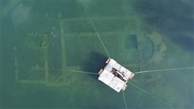 沉睡湖底…疫情讓湖水清澈 土耳其1600年教堂重見光明 圖翻攝自推特Alinur AKTAŞ