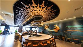 高雄夢時代星巴克門市重新開幕,也是高雄最多體驗品項的門市。(圖/業者提供)