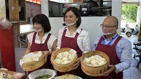 李眉蓁到早餐店做饅頭,當一日店長(李眉蓁競選團隊提供)