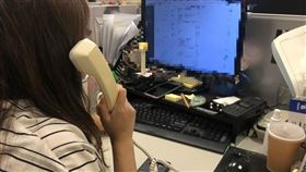 客服人員,辦公室,接電話。(圖/記者潘卉秋攝影)