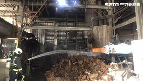 台中烏日工廠火警 警消受傷/翻攝畫面