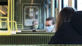 武漢肺炎,愛爾蘭,通勤,口罩,內褲(圖/翻攝自@CianBrady96推特)