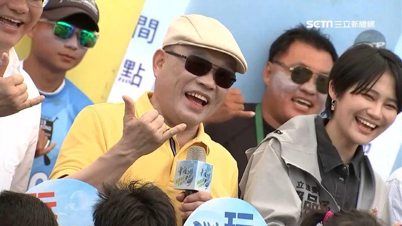 蘇貞昌視察臉超白 網友笑:色號要挑