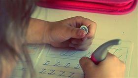 作業,女童。(示意圖/取自免費圖庫Pixabay)