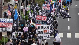 反中共暴行 在日港人維族東京街頭遊行反中共暴行聯合大遊行12日在東京原宿、澀谷等鬧區登場,有數百名香港人、維吾爾人、西藏人、內蒙古人、台灣人及日本人參與。中央社記者楊明珠東京攝 109年7月12日