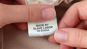 美駐華使館發文批「奴隸勞工製造」 中國人卻只看到P圖(圖/翻攝自US MissionCN推特)