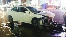 嘉義.BMW,車禍,三菱,路口,擦撞(圖/翻攝畫面)