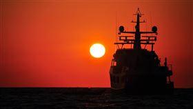 16:9 漁船 遠洋漁船 海船 船員 出海 出航 圖/翻攝自pixabay https://pixabay.com/images/id-1698415/