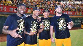 ▲中信兄弟奪得上半季冠軍,先發投手德保拉、米蘭達、黃恩賜、萊福力。(圖/記者王怡翔攝影)