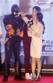 「打噴嚏」演員柯震東、林依晨,以及為「溫太醫」張曉龍配音的禾浩辰。(記者邱榮吉/攝影)