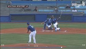 ▲貝茲(Mookie Betts)高爾夫式揮擊開轟。(圖/翻攝自MLB官網)