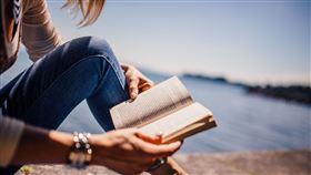 女子,閱讀。(圖/翻攝自Pixabay)