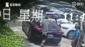 中國,浙江,保時捷,名車,倒車,手肘,賠償(圖/翻攝自看看新聞微博)