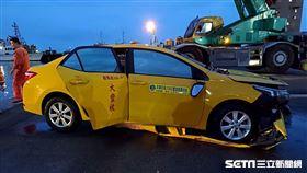 計程車墜海(圖/翻攝畫面)