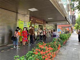 郵局民眾排三倍券,記者劉沛妘攝影