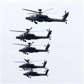 AH-64E阿帕契攻擊直升機發射地獄火及海神飛彈。(記者邱榮吉/攝影)