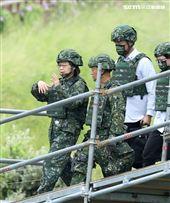 總統蔡英文視導漢光36號三軍聯合反登陸作戰。(記者邱榮吉/攝影)