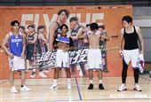 吳念軒、范姜彥豐、各務孝太、宋偉恩、李齊、劉育仁及簡伯廷出席《違反校規的跳投》籃球PK賽粉絲活動。(圖/記者林聖凱攝影)