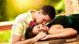▲一次性愛時間到底多久最適宜?是很多男女想知道的答案。(示意圖/翻攝自pixabay)