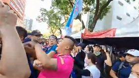 切割國民黨自己衝!杏仁哥率眾立院抗議 與警爆發激烈衝突 翻攝自杏仁哥youtube