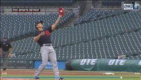 ▲江少慶美技沒收投手正面強襲球。(圖/翻攝自MLB官網)