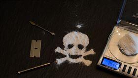 毒品,吸毒,毒癮,酒癮,喝酒,酗酒(圖/翻攝自pixabay)