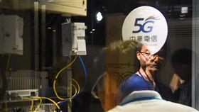 5G數位科技實證場域開張 中華電信成後援「5G數位科技實證場域與應用展示平台」14日在digiBlock Taipei台北數位產業園區開幕,由中華電信布建5G系統基礎環境,提供產業強力後援,未來將與新創科技產業共同打造一站式協作基地。中央社記者林俊耀攝 109年7月14日
