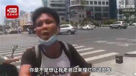 中國,廣西,南寧,少年,警察,違規,嗆聲(圖/翻攝自時間視頻微博)