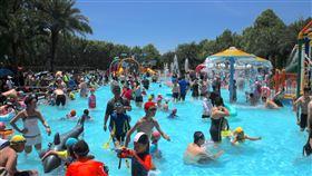 花蓮知卡宣暑期水上樂園開放花蓮縣政府打造知卡宣綠森林親水公園暑期水上樂園,提供民眾安全、免費的戲水園區,即日起開放至8月30日。中央社記者張祈攝 109年7月18日