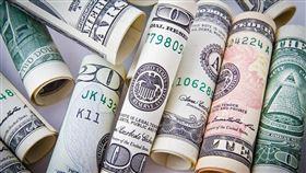 買美元小撇步公開!專家:小資族「靠這招」多賺0.1%。(圖/Pixabay)