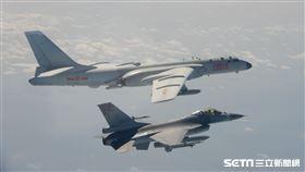 前為空軍F-16戰機監控共軍轟六照片。 國防部提供