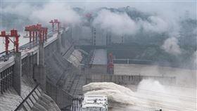 長江洪水來襲!央視209小時不間斷直播 三峽大壩實況曝(圖/翻攝自央視直播)
