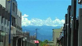 嘉義縣空氣品質改善 在平原可遠眺玉山嘉義縣環保局長張根穆21日表示,今年上半年嘉義縣空氣品質指數(AQI)良好天數比率,從107年的21%提高至36.3%,成為雲嘉南空氣品質最佳縣市,民眾在平原地區即可遠眺玉山,不像以往霧茫茫一片,連山脈都看不清。中央社記者蔡智明攝 109年7月21日