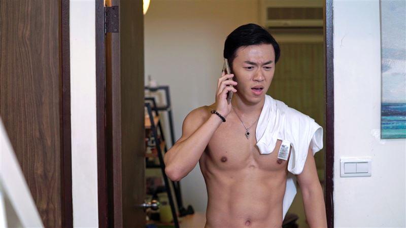 男星全裸狂露肌…「女下男上」超尷尬 原味內褲還被摸走