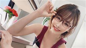 深田詠美被稱為「明日花綺羅」接班人。(圖/翻攝自深田詠美推特)