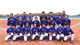 頂新和德接棒未來女棒隊球員來自各行各業,有職業軍人、學校教師、服務業等等,唯一的共通點是「熱愛打棒球」(接棒未來女棒隊提供)