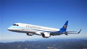 華信航空每天由台灣往返澎湖共有12班,由台灣往返金門則有10班。(圖/華信提供)