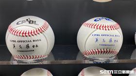 ▲中職下半季新用球為藍色字體,上半季為黑色字體。(圖/記者王怡翔攝影)