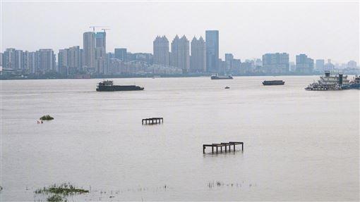 中國長江洪水竟多到「淡化海水」?韓媒憂這慘況真相曝光了