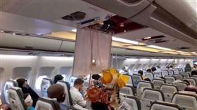 ▲伊朗民航機遭到美軍的騷擾。(圖/翻攝自推特)